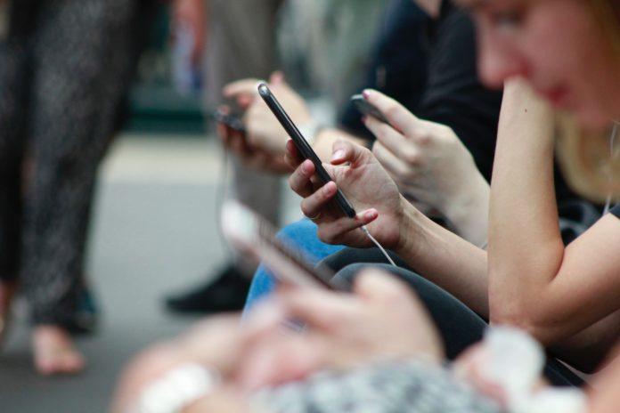 Dolores en el dedo pulgar, la nueva patología por el uso continuo del celular - Itagüí Hoy